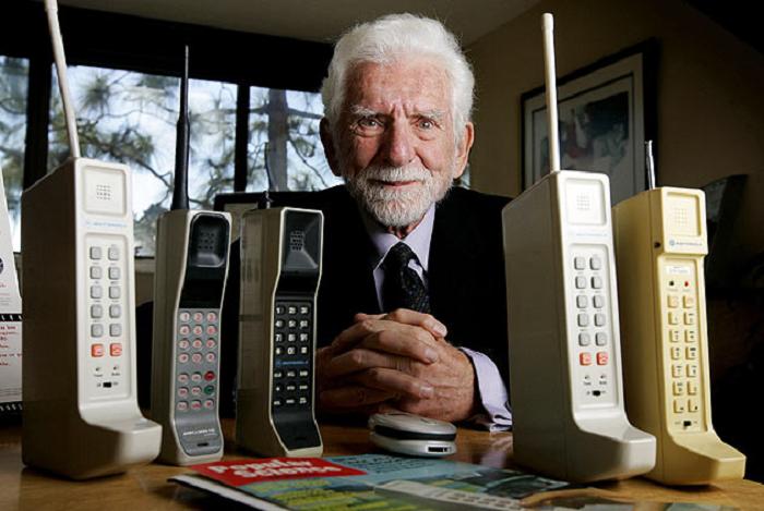 Cine a inventat telefonul - Martin Cooper, inventatorul primul telefon mobil