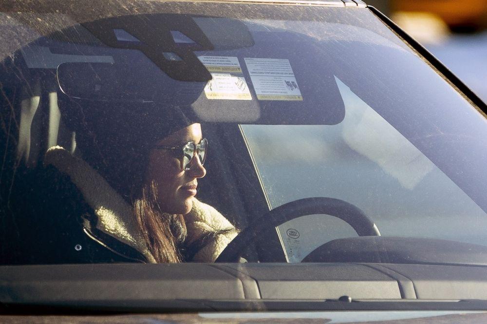 Meghan, vizibil incantata ca are din nou ocazia de a conduce