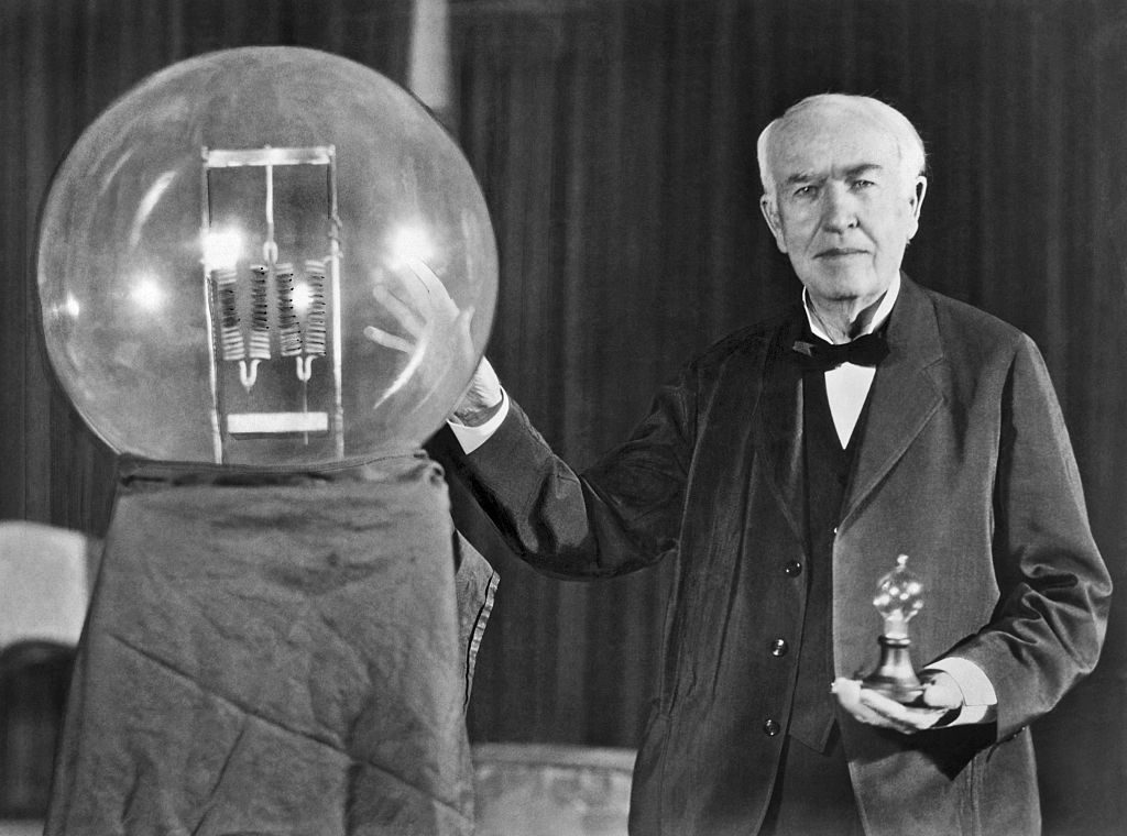 Cine a inventat becul - Thomas Edison