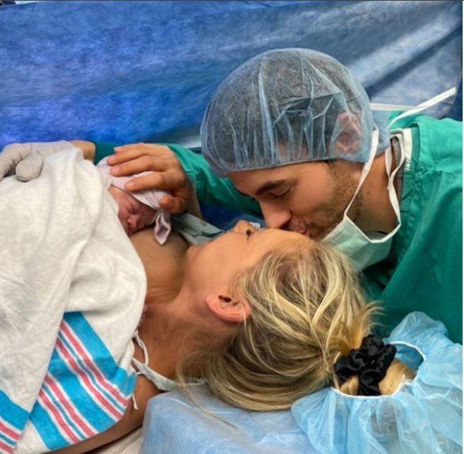 Primele imagini cu al treilea copil al lui Enrique Iglesias. Fanii s-au topit