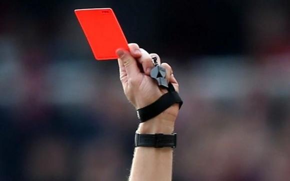 Cine a inventat fotbalul - Cartonaș roșu la fotbal