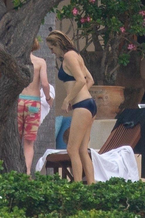 Julia Roberts, surprinsa de paparazzi la plaja