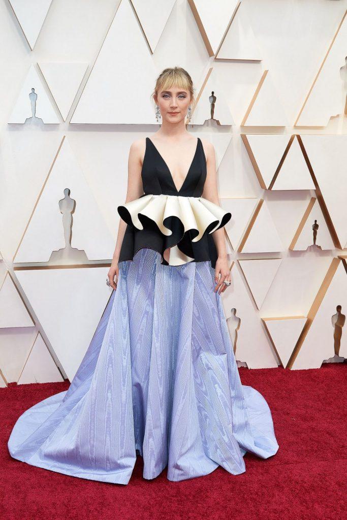 Saoirse Ronan a imbracat o rochie pur si simplu ciudata