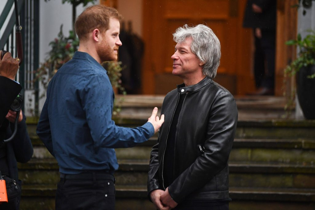 printul Harry si Jon Bon Jovi