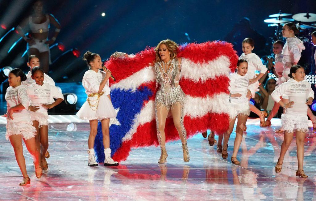 Jennifer Lopez a cântat cu fiica ei pe scena de la Super Bowl 2020