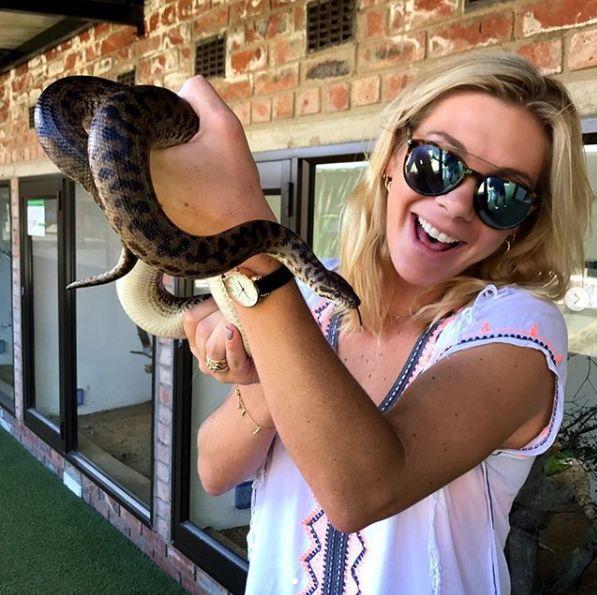 nu-i este frica de serpi, dar de tabloide, da