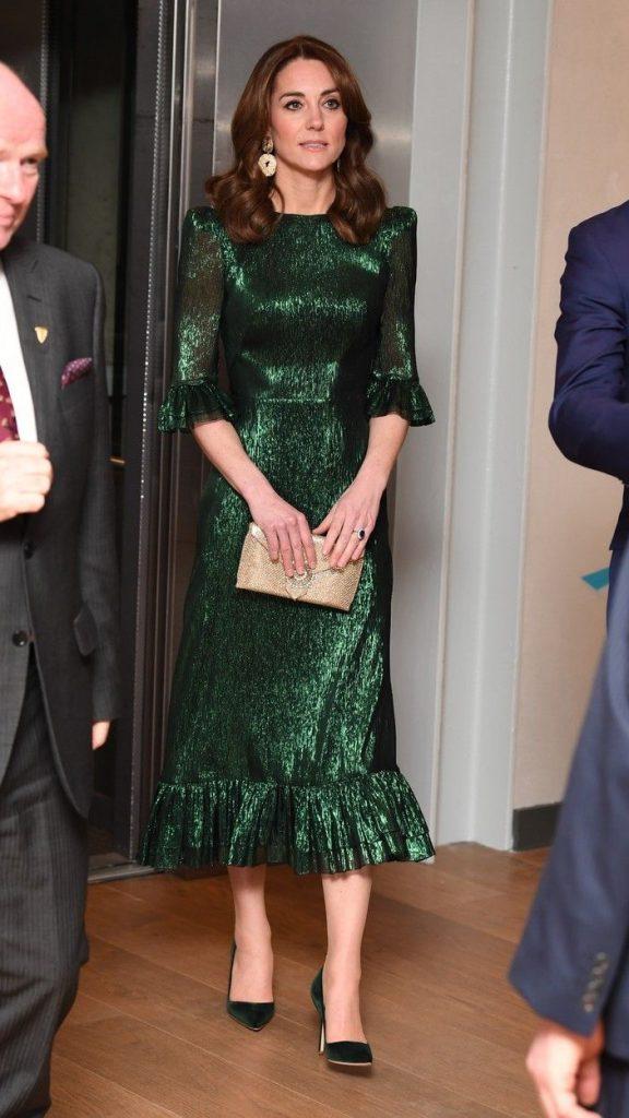 rochia metalica purtata de Kate