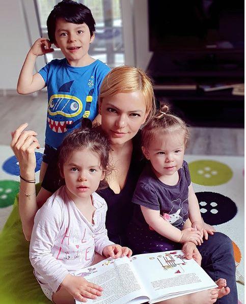 impreuna cu toti trei copiii
